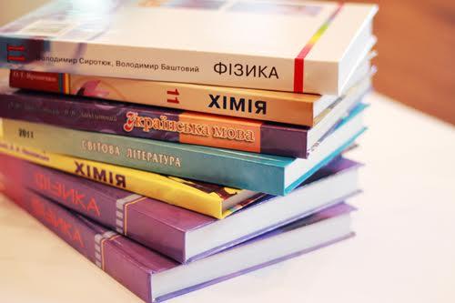 Чи доведеться школярам платити за підручники – думки чиновників і батьків