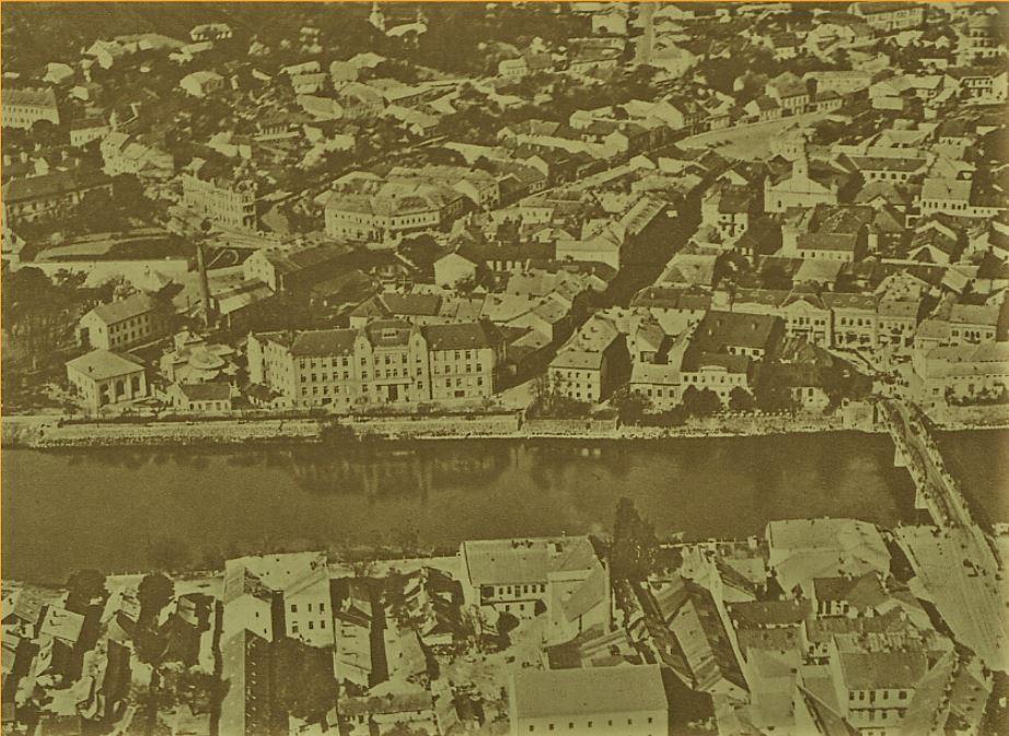 Унікальне фото! Панорамне зображення центральної частини міжвоєнного Ужгорода