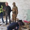 31-річний ужгородець переховував на Берегівщині у закинутому будинку цілий арсенал зброї (Відео)