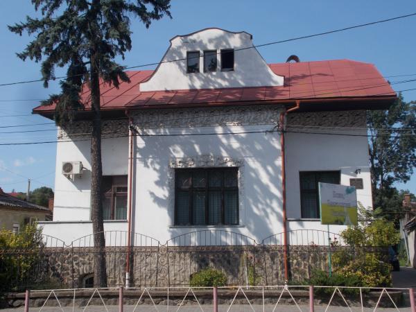 17c2e5480791dd На вулиці Підгірній, 47 в Ужгороді є будинок, який також виконує роль  храму. У ньому працює Євангельська методистська церква, причому працює, з  перервою на ...